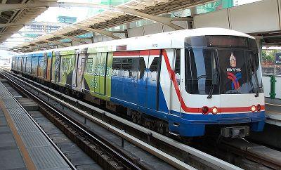 поезд BTS Skytrain Скайтрэйн в Бангкоке, Тайланд