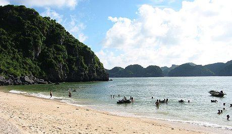 Вьетнам, пляж на острове Кат Ба [Cat Ba]