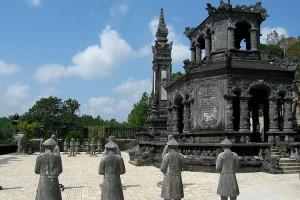 Вьетнам, Пригород Хюэ: Гробница Императора Кхай Дин