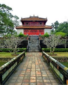 Вьетнам, Пригород Хюэ: Гробница Императора Минь Манг
